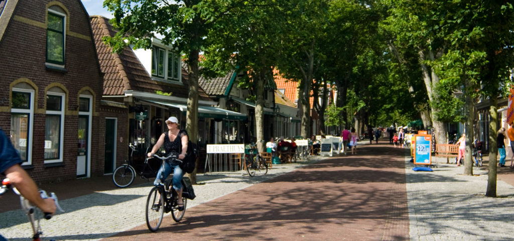 De Dorpsstraat op Vlieland - Westcord Hotels