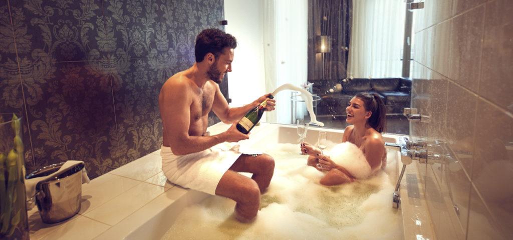 Fashion-Hotel-Amsterdam-kamer-champagne-bad-1 - Westcord Hotels