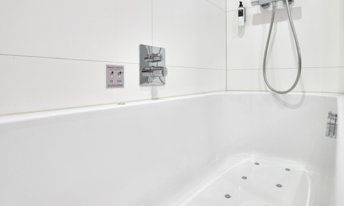 westcord-hotel-delft-room-comfort-plus-bathroom-bath