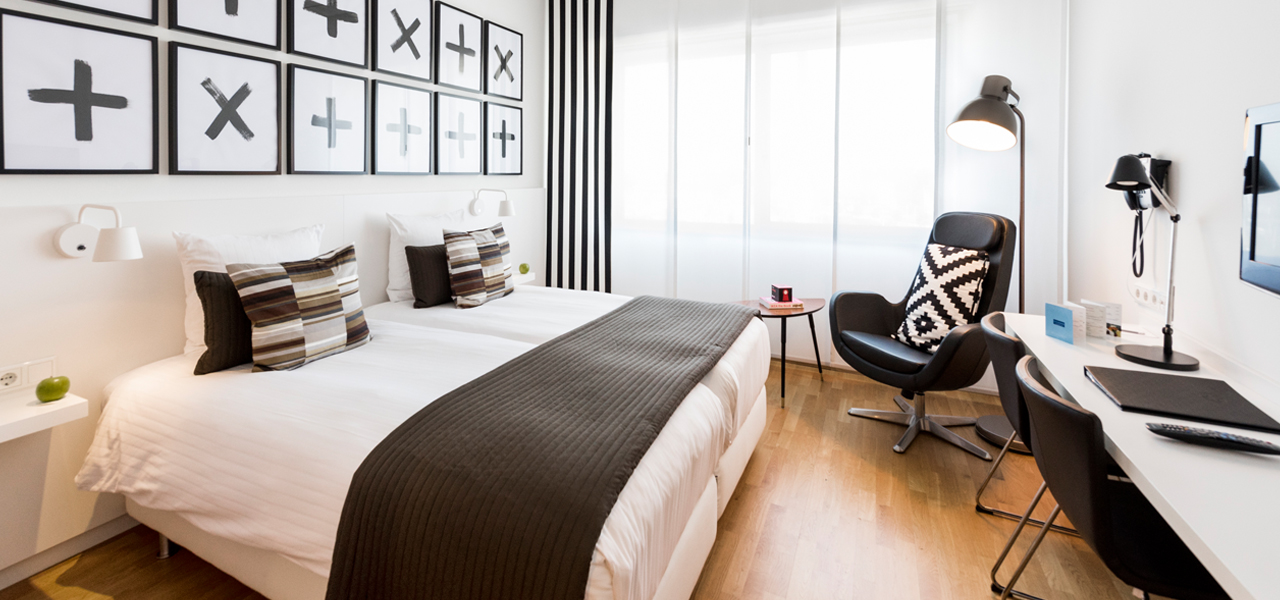 hotelkamer-zwart-wit-hotel-delft