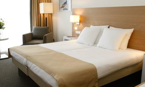 superieur-zeezijde-landzijde-kamer-strandhotel-seeduyn