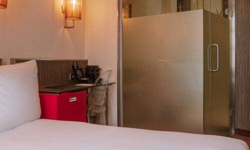 westcord-city-centre-hotel-amsterdam-room-double-badkamer.jpg