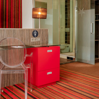 westcord-city-centre-hotel-amsterdam-room-triple-desk.jpg